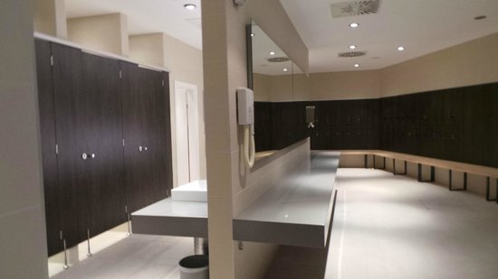 Park Plaza Histria Pula : Indoor pool area changing rooms