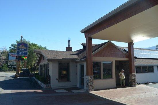 Best Western Plus Frontier Motel: Reception