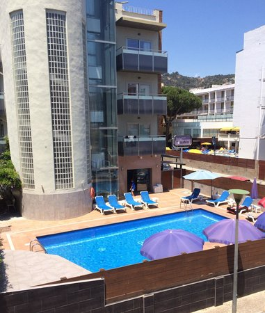 Tossa Beach Hotel: View of next doors pool from our room!