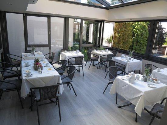 Hotel Bella Vista: Breakfast Patio is beautiful