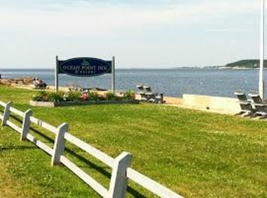 Ocean Point Inn and Resort: Inn view and sign
