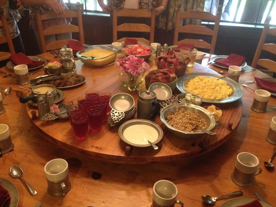 Hemlock Inn: Breakfast spread!!