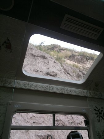 PeruRail - Expedition: Asi se ve por la ventana superior del  tren