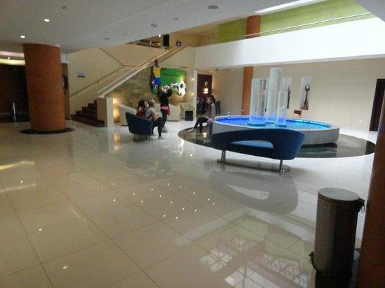 Mercure Hotel Alameda: spacious lobby