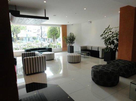 Mercure Hotel Alameda: spacious lobby area