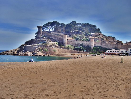 Vila Vella (Old Town): Вид с пляжа