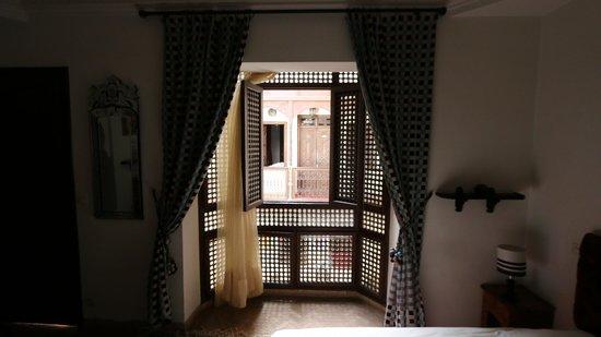 Riad Aubrac : Bay window in Bouton d'Or room