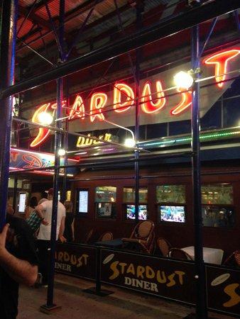 Ellen's Stardust Diner : Exterior
