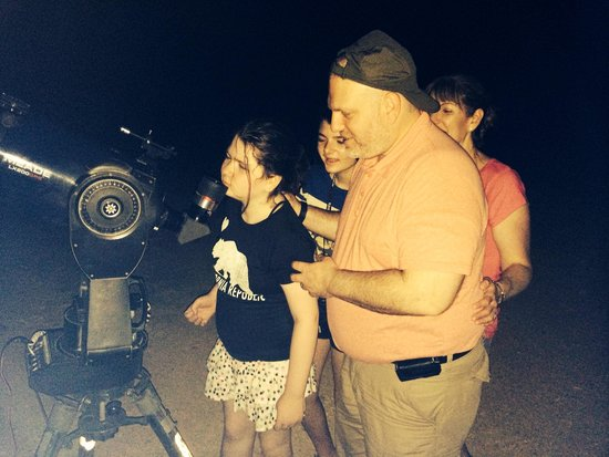 What's Up Observatory : Family looking through the telescope