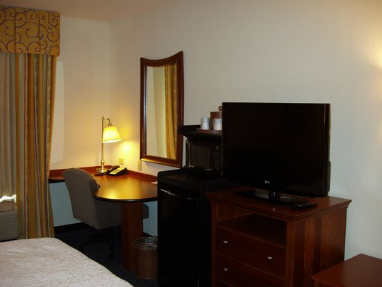 Hampton Inn Pine Grove: Room
