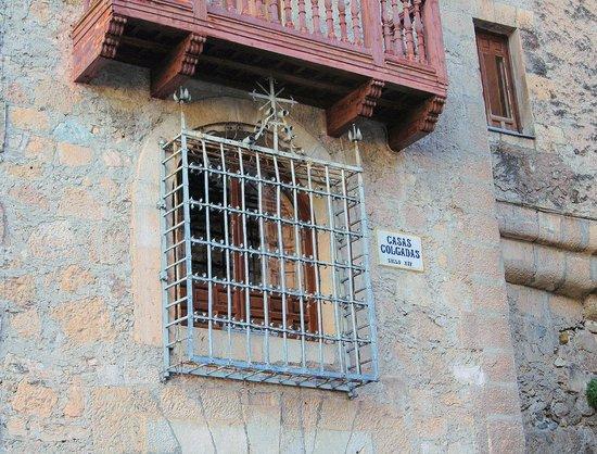 Museo de Arte Abstracto Español: Casas Colgadas