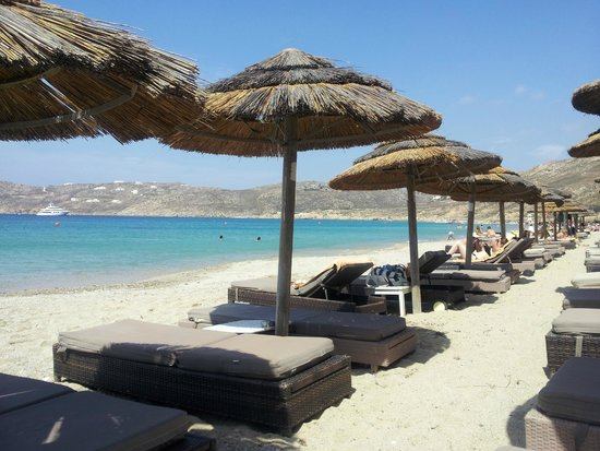 Myconian Imperial Hotel & Thalasso Centre : Well attended, clean and quiet beach area.