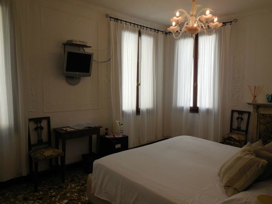 Al Teatro Bed & Breakfast: Our room