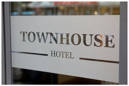 Townhouse Hotel: Einganstür