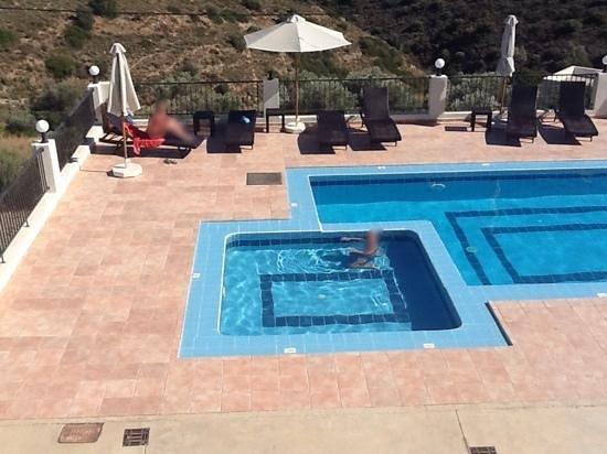 Lenikos Resort: swimming pools under villas' balcony