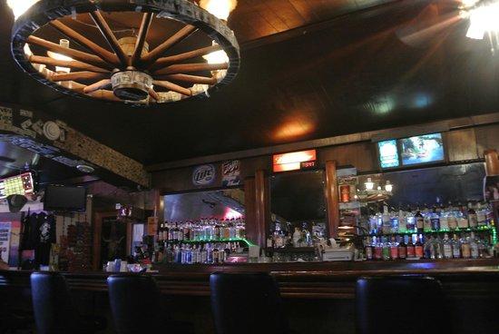 Wagon Wheel Bar & Grill: inside