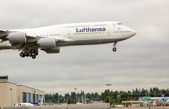 Future of Flight Aviation Center & Boeing Tour: Watch 747's land up close, from the Boeing parking lot!