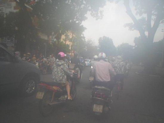 Mausolée de Hô Chi Minh : Polution is bad in Hanoi
