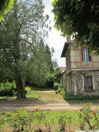 Chateau de la Villaine: Another view of the chateau