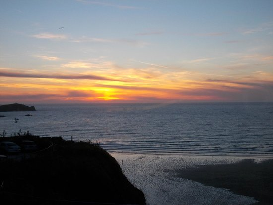 Bay Beresford Hotel: Sunset from room 105