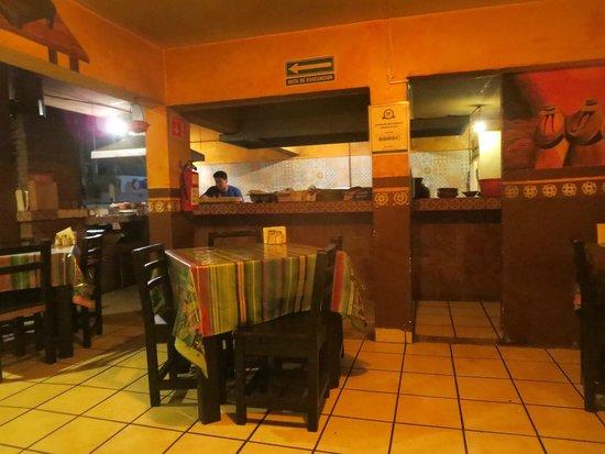 Las Guacamayas : tables inside