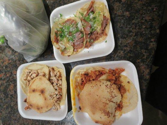Las Guacamayas : chorizo, pork, and chicken tacos