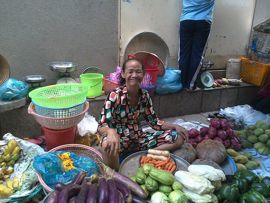 Cat Huy Hotel : Market vendor