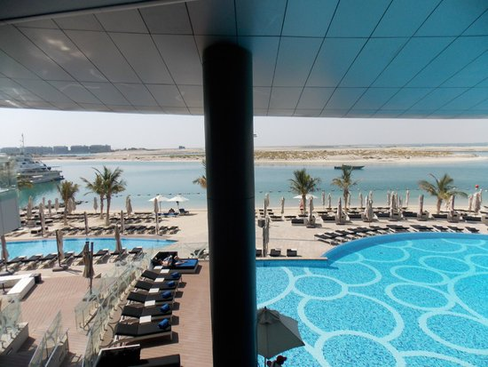 Jumeirah at Etihad Towers : View from breakfast restaurant