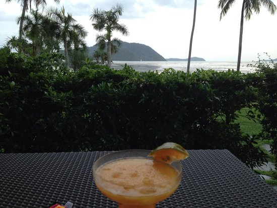 The Vijitt Resort Phuket: Happy hour
