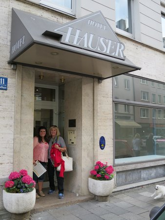 Hauser Hotel: Entry may be hard to find first time