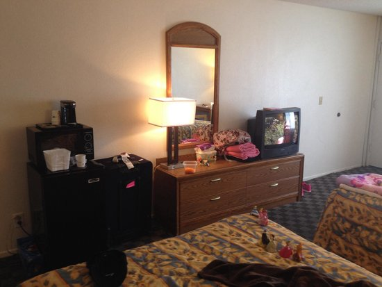 Travelodge Anaheim Convention Center: Room is outdated but a nice place to sleep