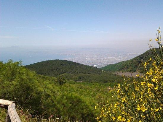 Vesuv: View of Napoli.