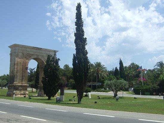 Park Playa Bara: Arc De Bara - Outside entrance to Park