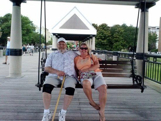 Charleston Waterfront Park : Relaxing in Charleston!