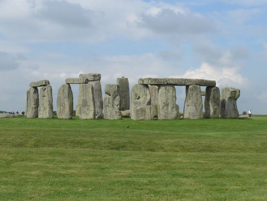 Mad Max Tours : Stonehenge visit- uncrowded early in the morning