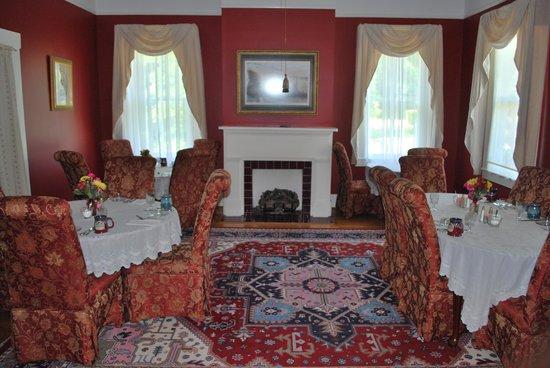 Devereaux Shields House: breakfast room