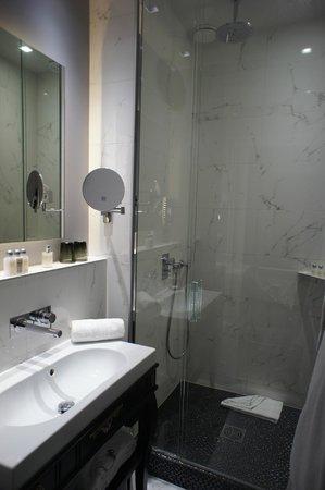 La Maison Favart : Bathroom room 21