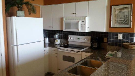 Shores of Panama Resort: Kitchen