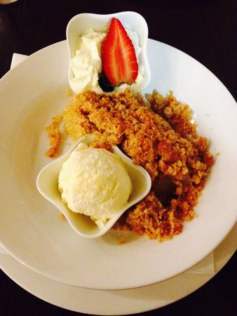 Shamrock Hotel: Apple Crumble YUMM