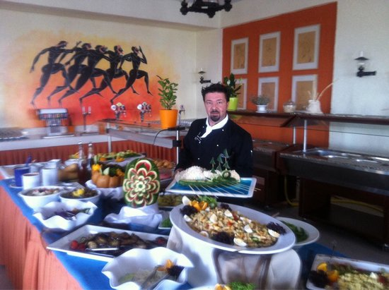 Europa Resort Hotel : Chef d' hotel Monsieur Giannis Nyktaris