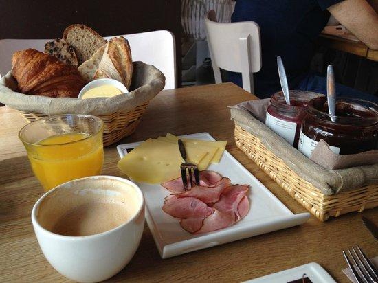 Vlaamsch Broodhuys: Bakery breakfast