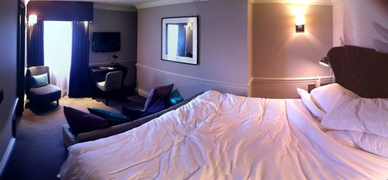 The Ampersand Hotel: Deluxe room (third smallest... and about as small as I'd like!) (Stitched photo)