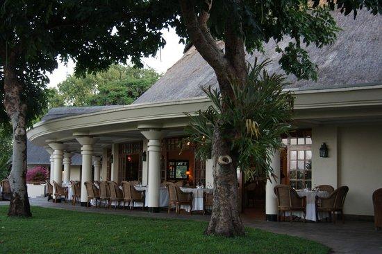 Ilala Lodge : outdoor dining area