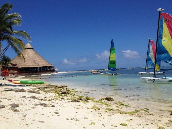 Club Med Cancun Yucatan: Sailing beach and 1/3 restuarants