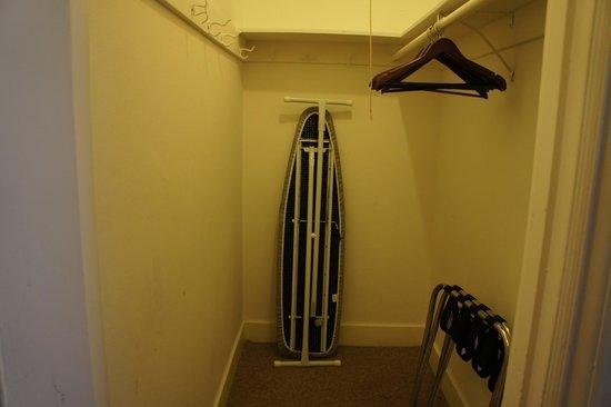Hotel Mayflower: walk in closet