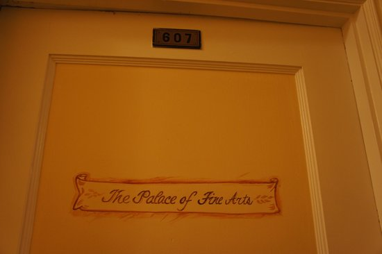 Hotel Mayflower: each room has a different saying on the door