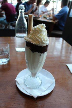 Manly Grill: Hot chocolate fudge sundae