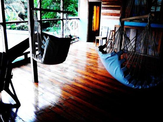 Lizard King Hotel Resort: Second Level Swing Chairs