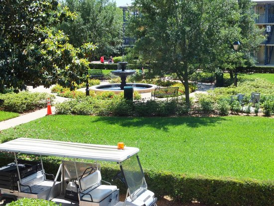 Disney's Port Orleans Resort - French Quarter : Beautiful fountain
