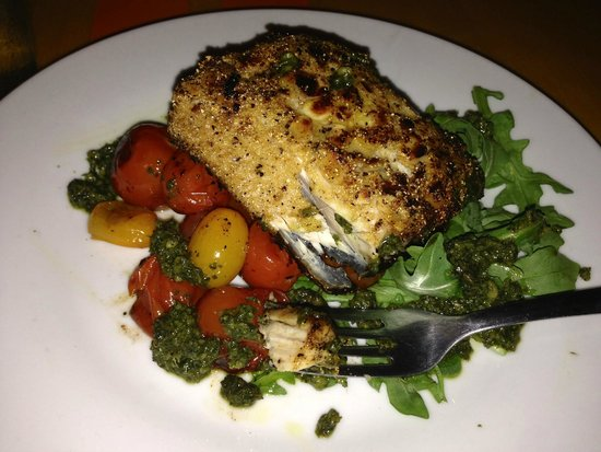 Surf House Oyster Bar & Surf Camp: mahi mahi/ oven roasted tomatoes, arugula, almond pesto